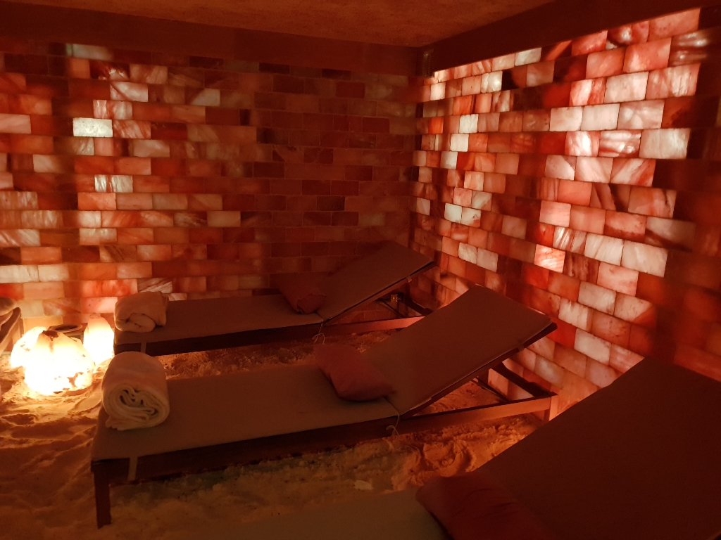 Image of the interior of a Himalayan pink salt room.