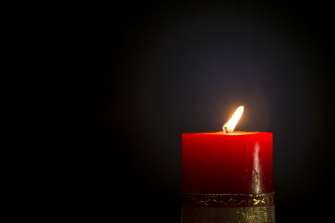 Red candle cure for fame corner in feng shui