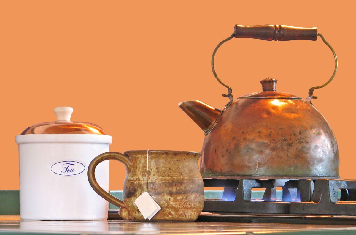 old-fashioned tea kettle